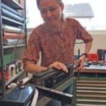 Saxofonistin Sarah Belz hat sich ihren eigenen S-Bogen gebaut